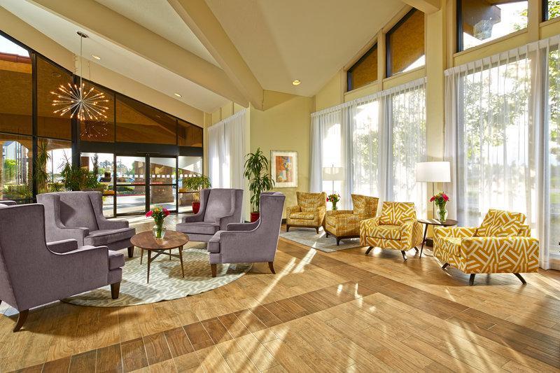 Holiday Inn Hotel & Suites Santa Maria