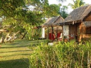 布哈村旅馆 (Boraha Village)