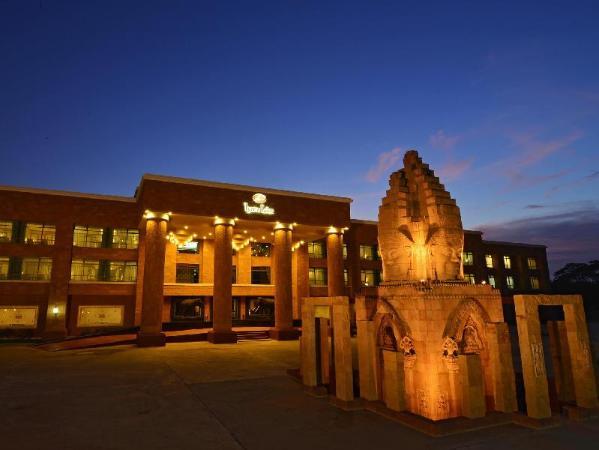 Iyara Lake Hotel & Resort Uthai Thani