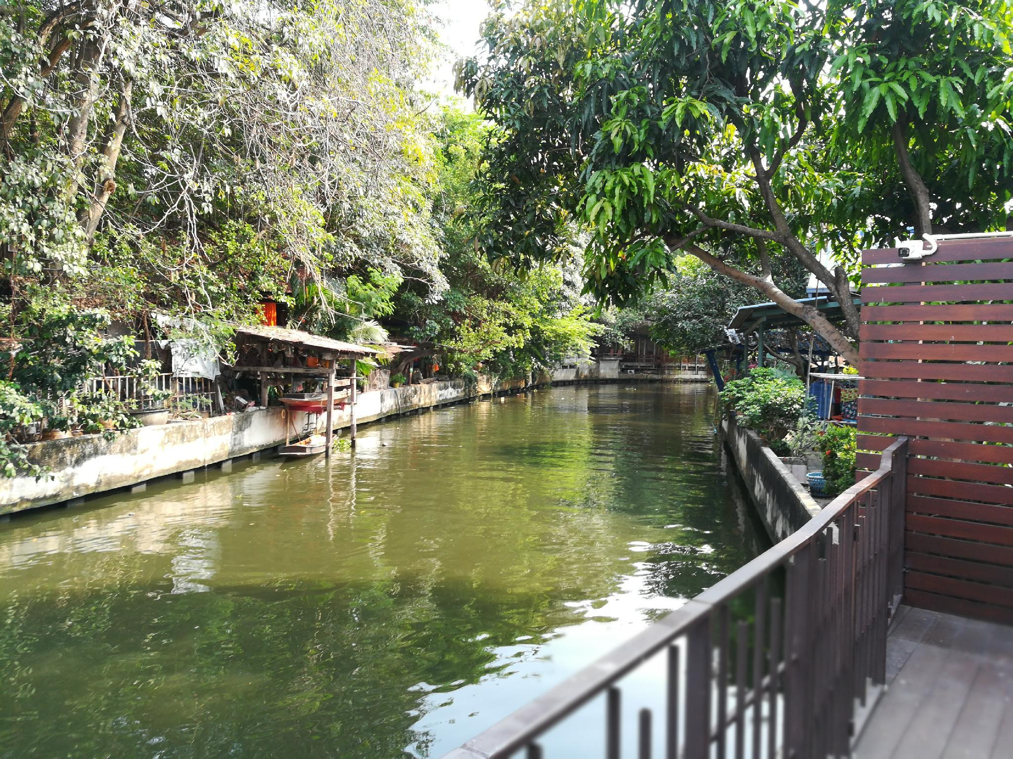 Review Aiims Tales Canal Boutique House