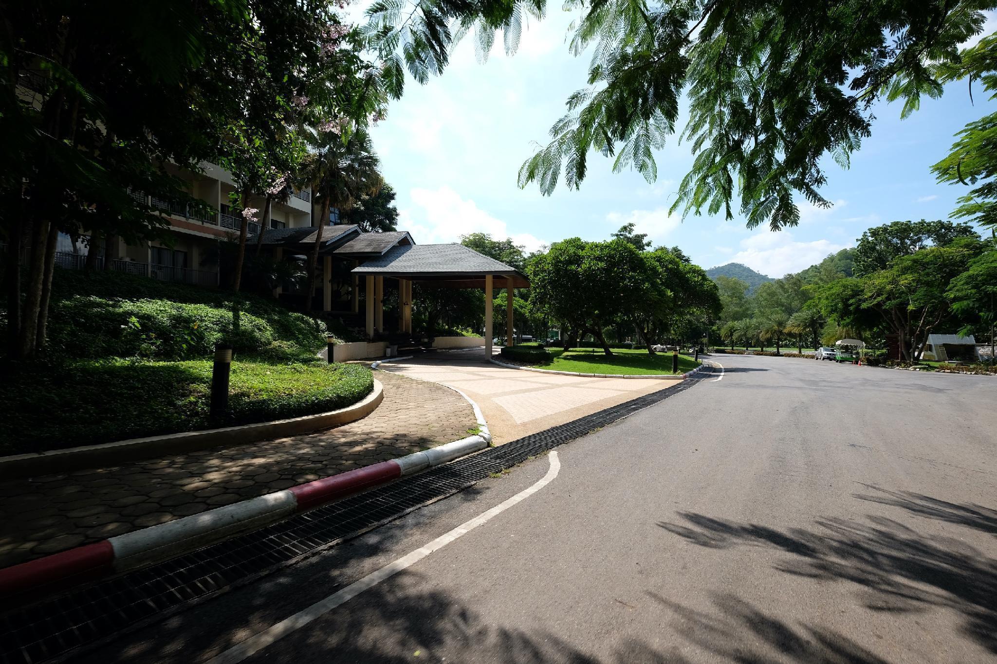 Sak Phu Duen Hotel & Resort