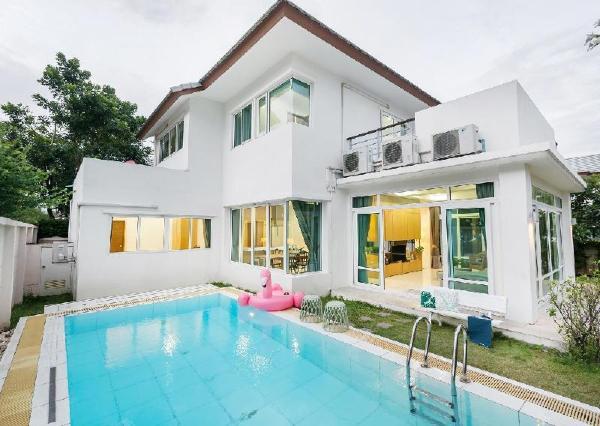AnBBeach front Pool villa Pattaya with 4BR&5 Bath Pattaya