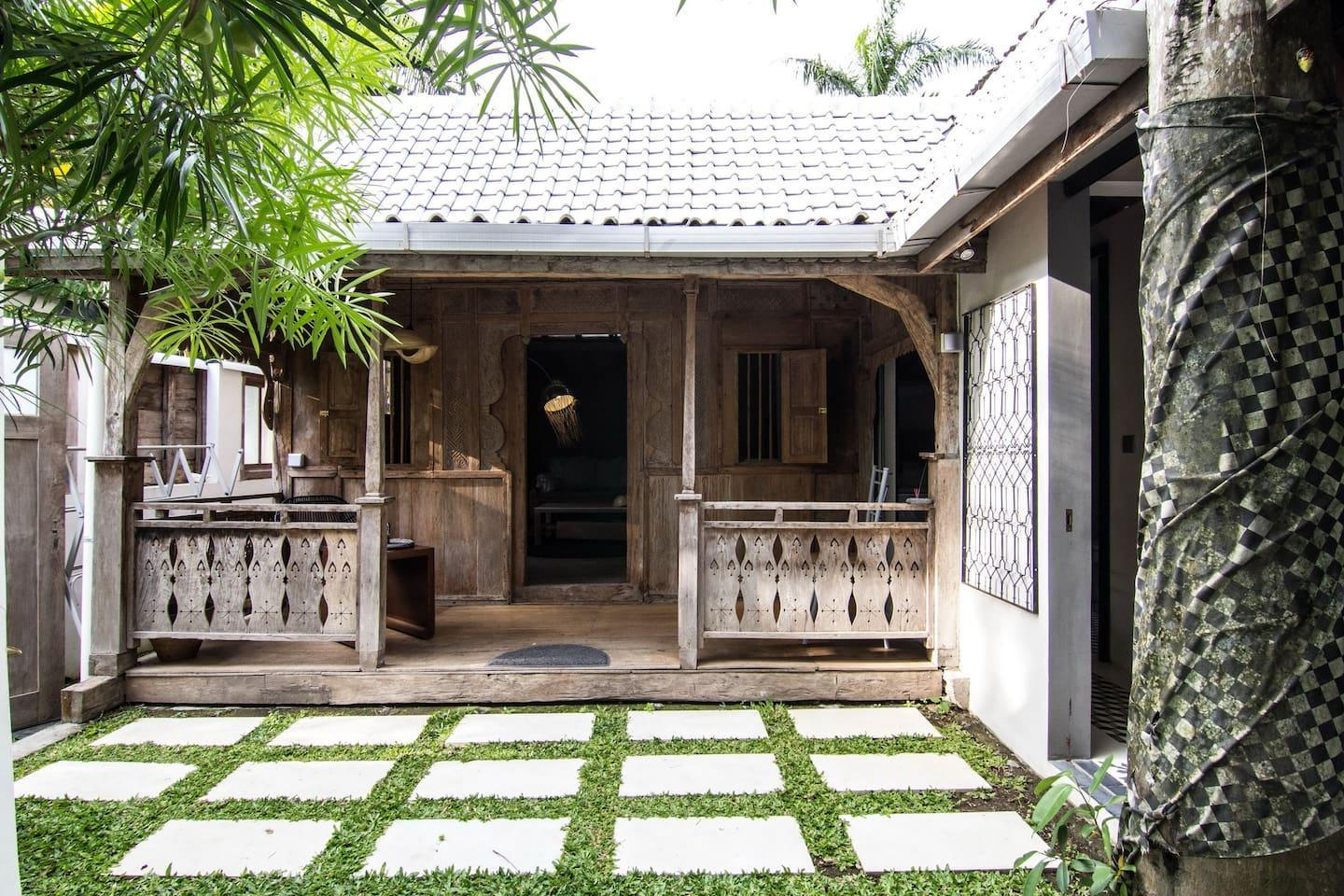 Wooden Contemporary Bungalow