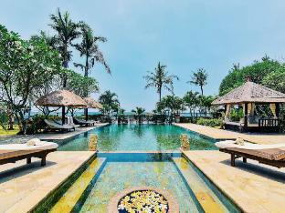 LUXURY FULL SERVICE 5* 7 BEDROOM BEACHFRONT VILLA Bali