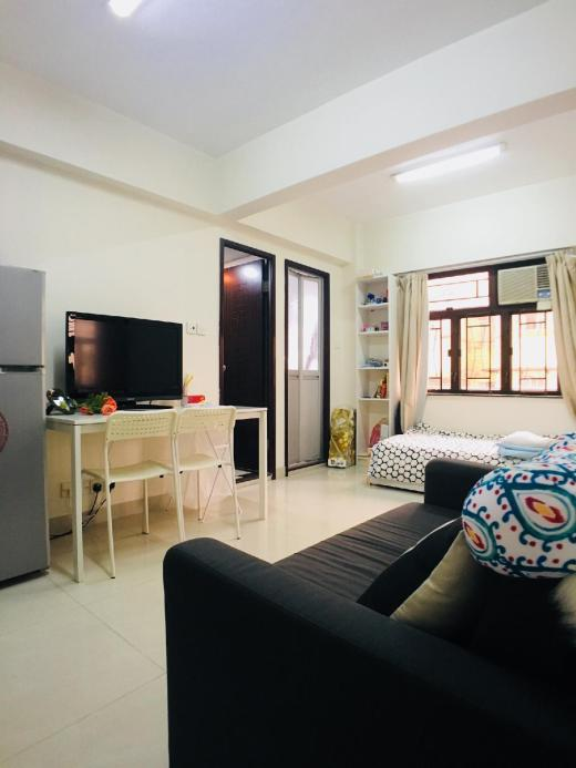 2 big bedrooms for 5 people, 5 mins to Mongkok MTR