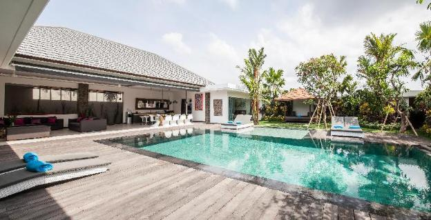 Strategic Deluxe Elegant Seminyak Private Villa