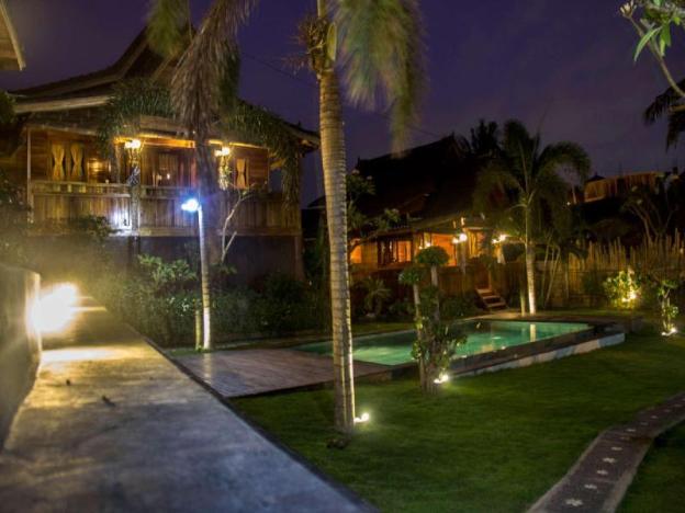Joglo Rice Field 4 BR Pool Villa Dawas