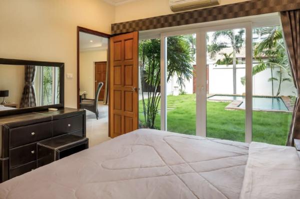 Luxury Pool Villa - Private Beach in Pattaya Pattaya