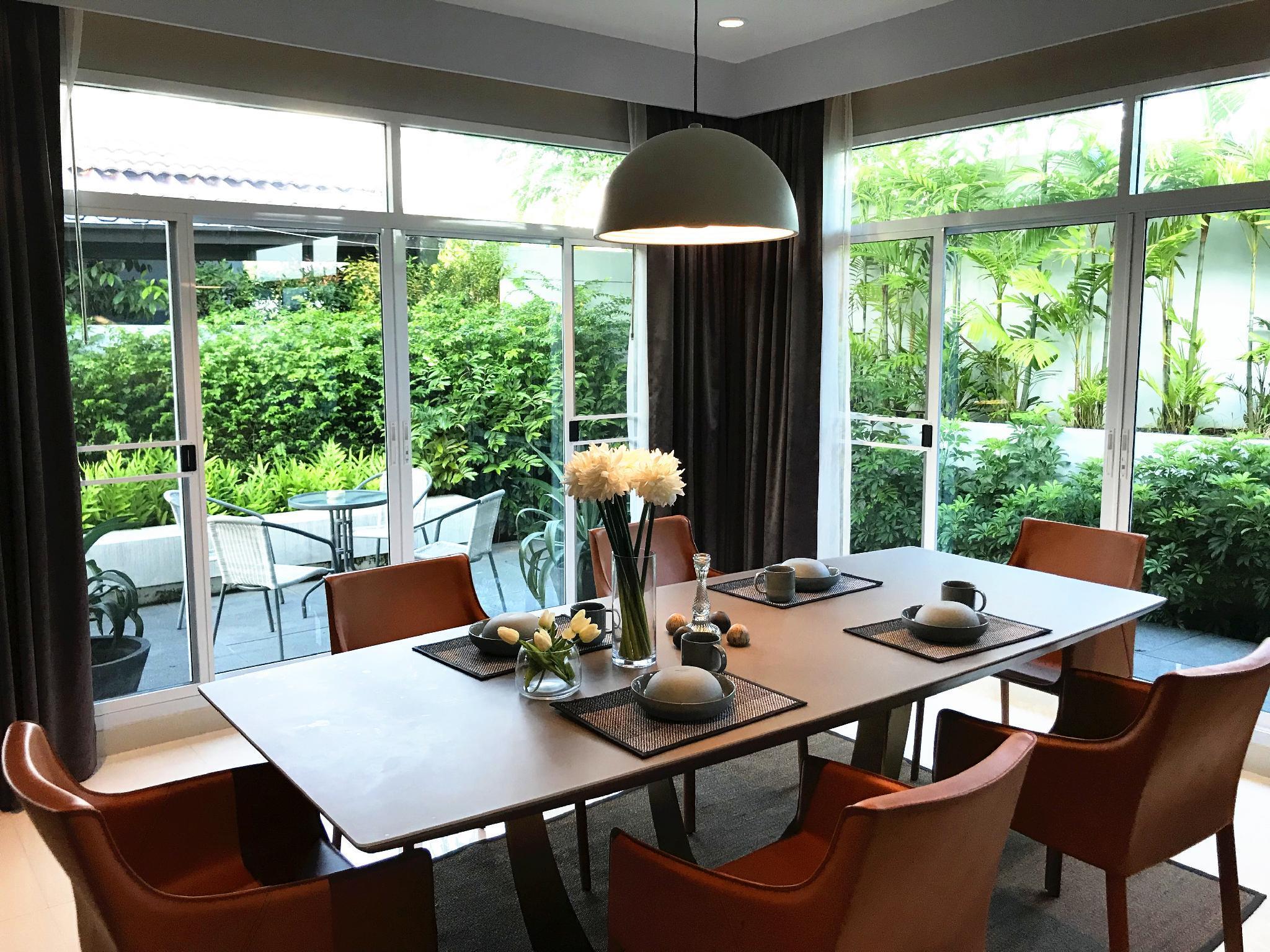 Review Luxury  swimming pool  villa  in Pattaya