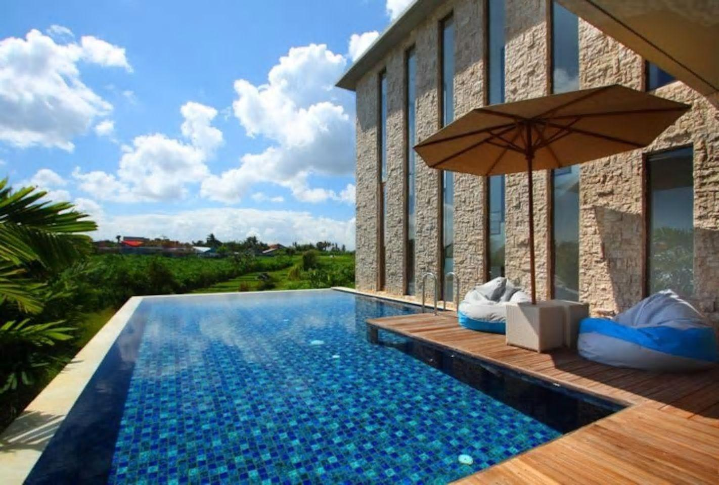 About  4 BDR Villa Private Pool Close to Canggu square