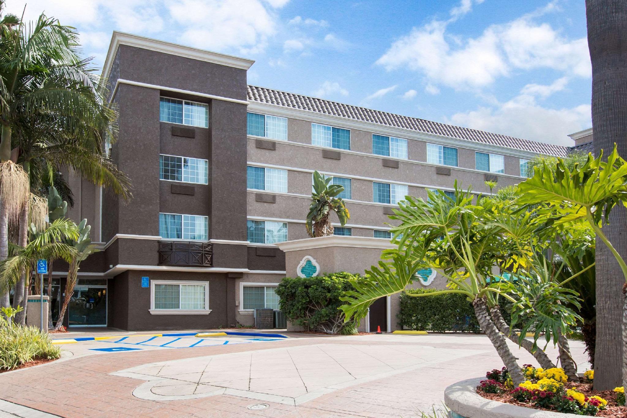 Comfort Inn And Suites San Diego   Zoo SeaWorld Area