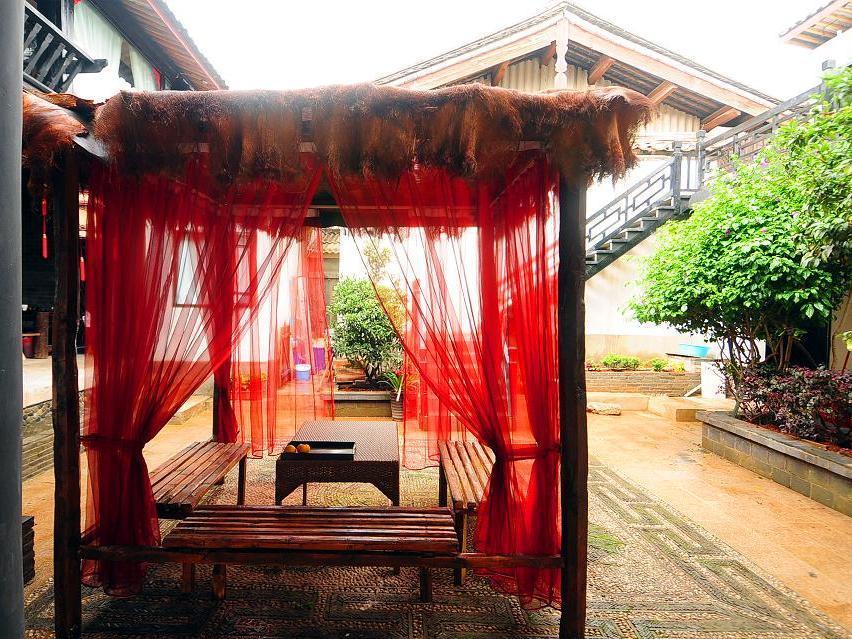 Lijiang Warm Flowers Guesthouse