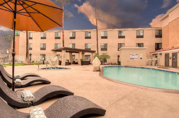 Holiday Inn Express Hotel & Suites Carlsbad Beach