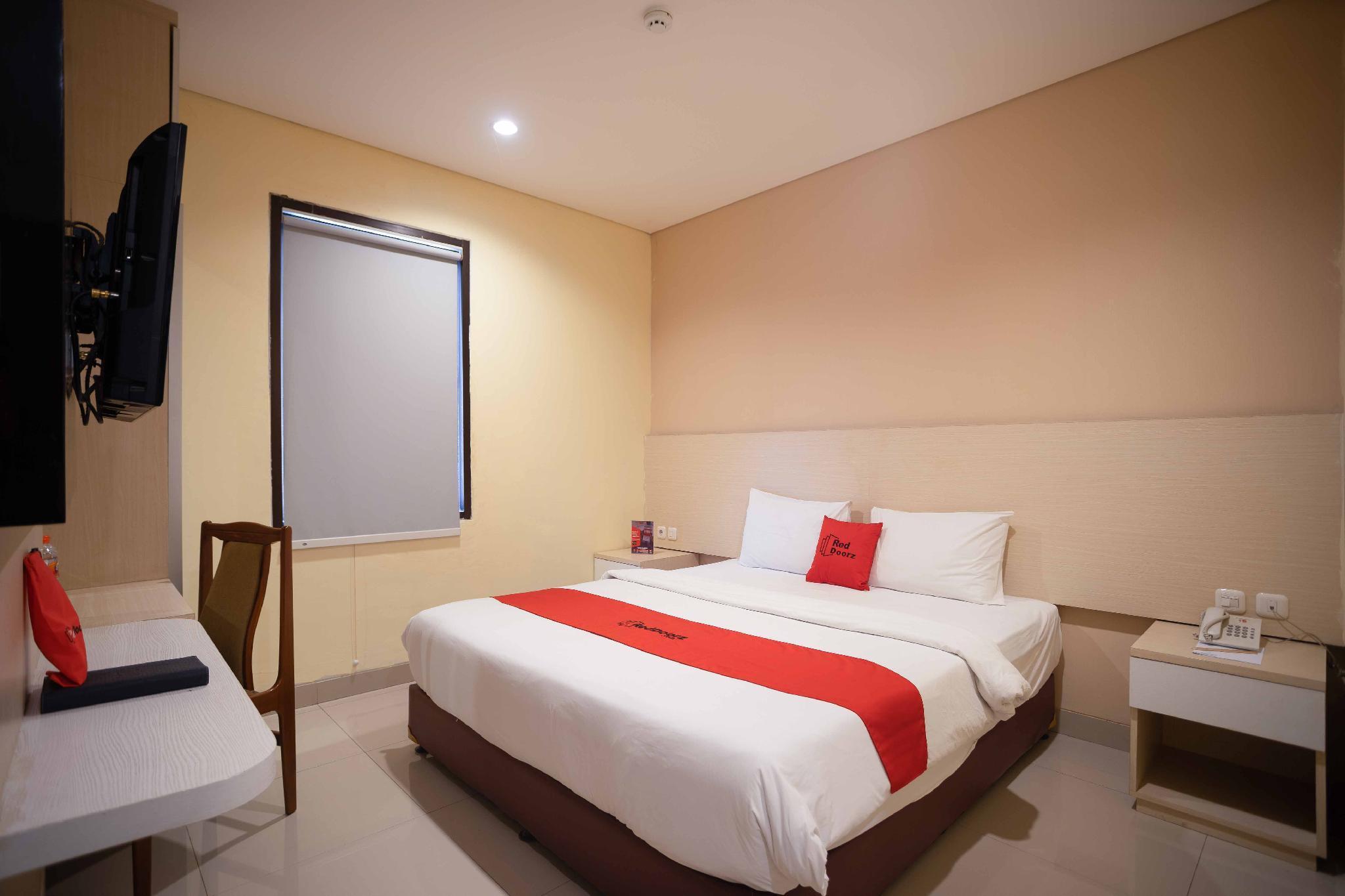 RedDoorz Premium near Kawasan Industri Cikarang Reviews