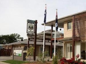 翡翠村酒店 (Emerald Inn)