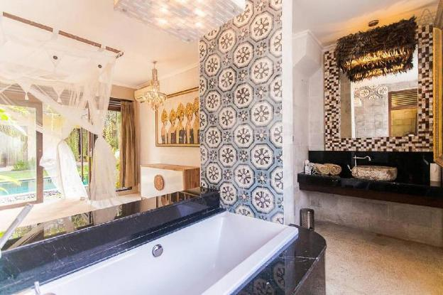 Lovely private Suite with amazing bathtub!