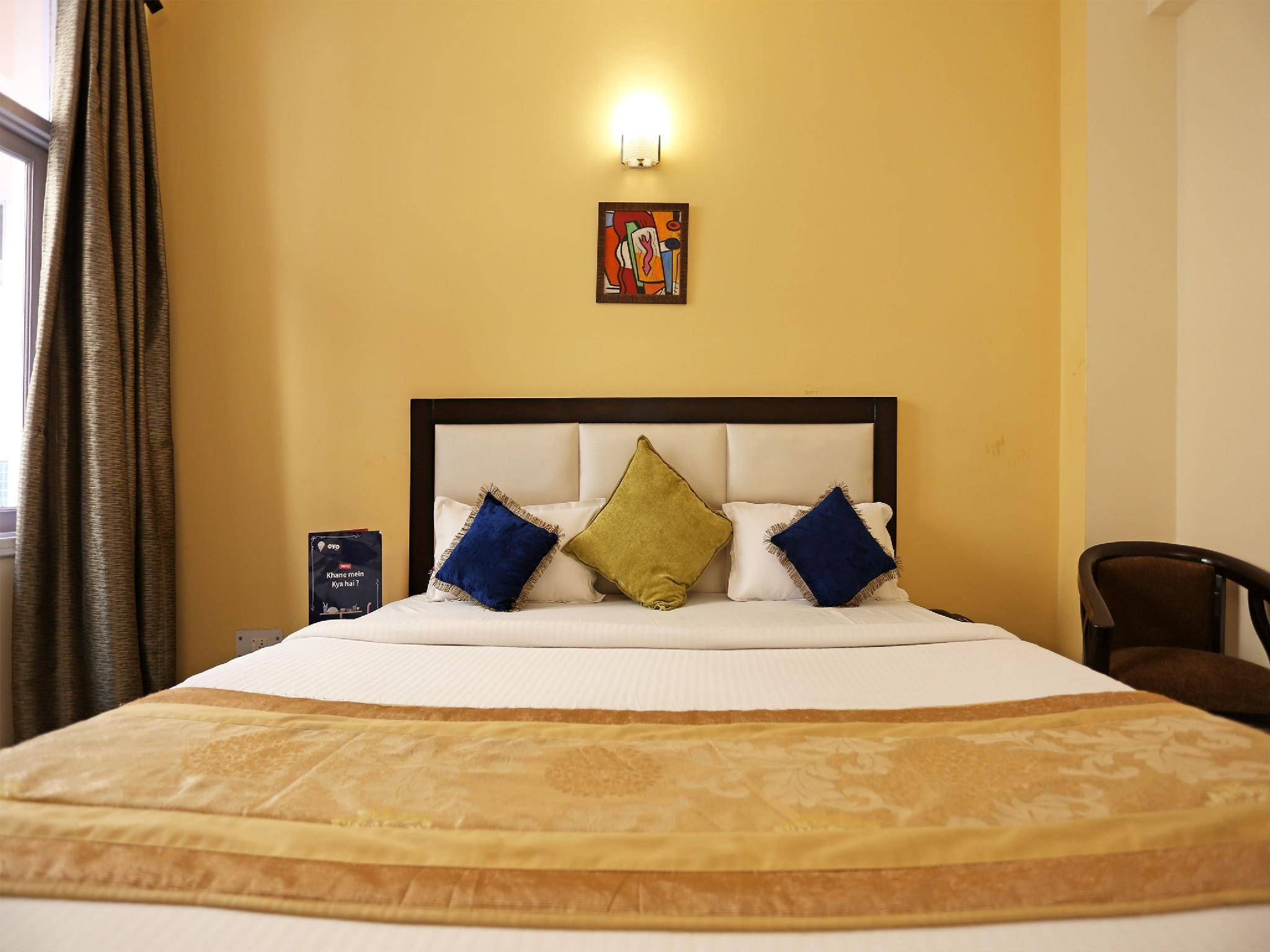 OYO 9527 Hotel Mascot Quattro