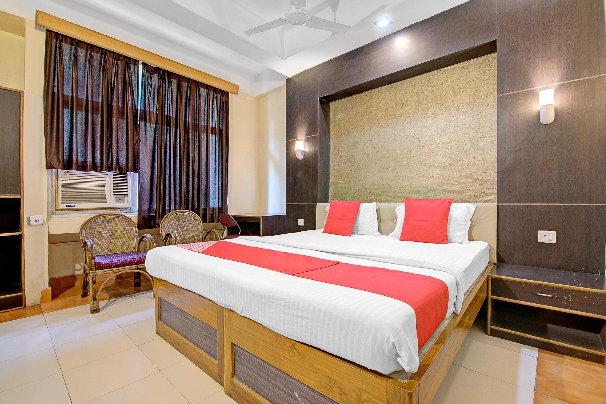 OYO 5332 Hotel Parnil Palace 1