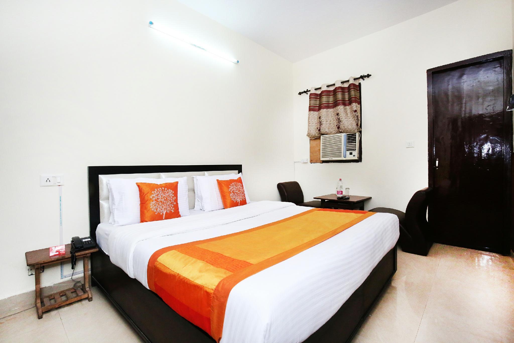 OYO 10377 Hotel Tango