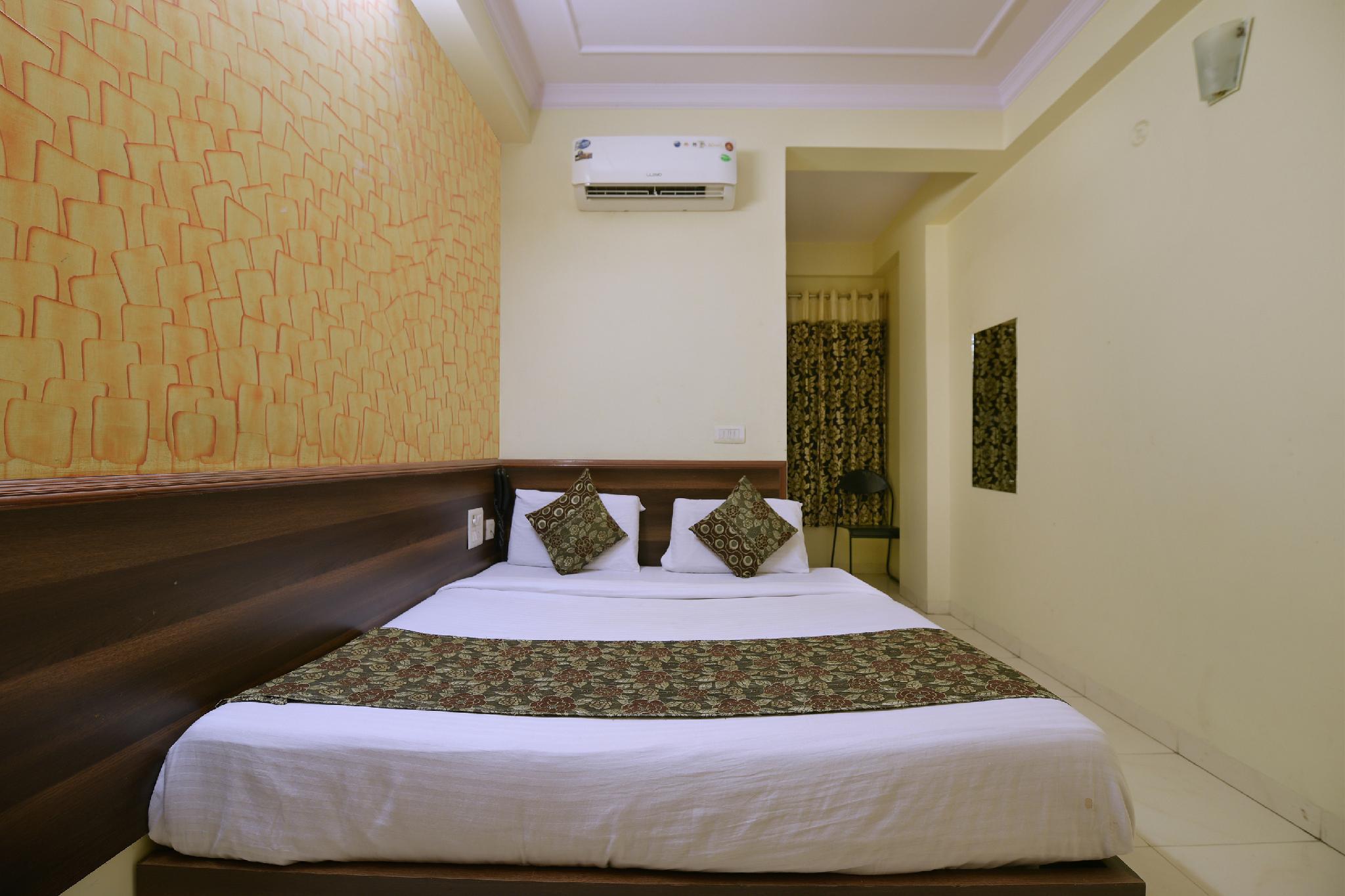 OYO 2442 Hotel Star Palace
