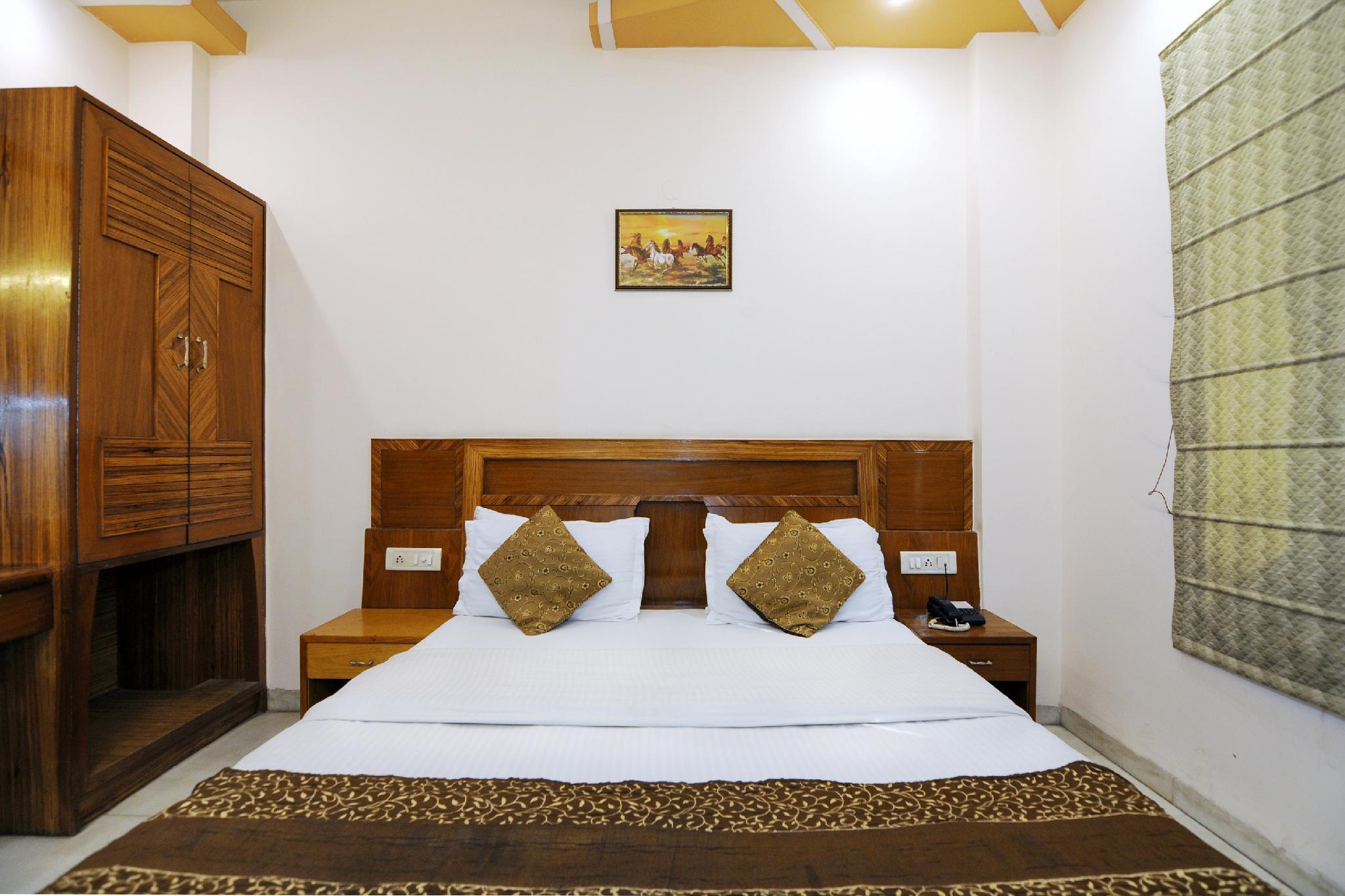 OYO 8336 Hotel De Gold