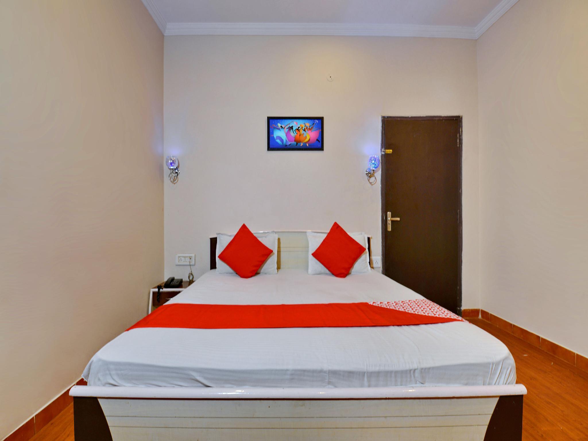 OYO 2070 Hotel Shri Laxmi Palace