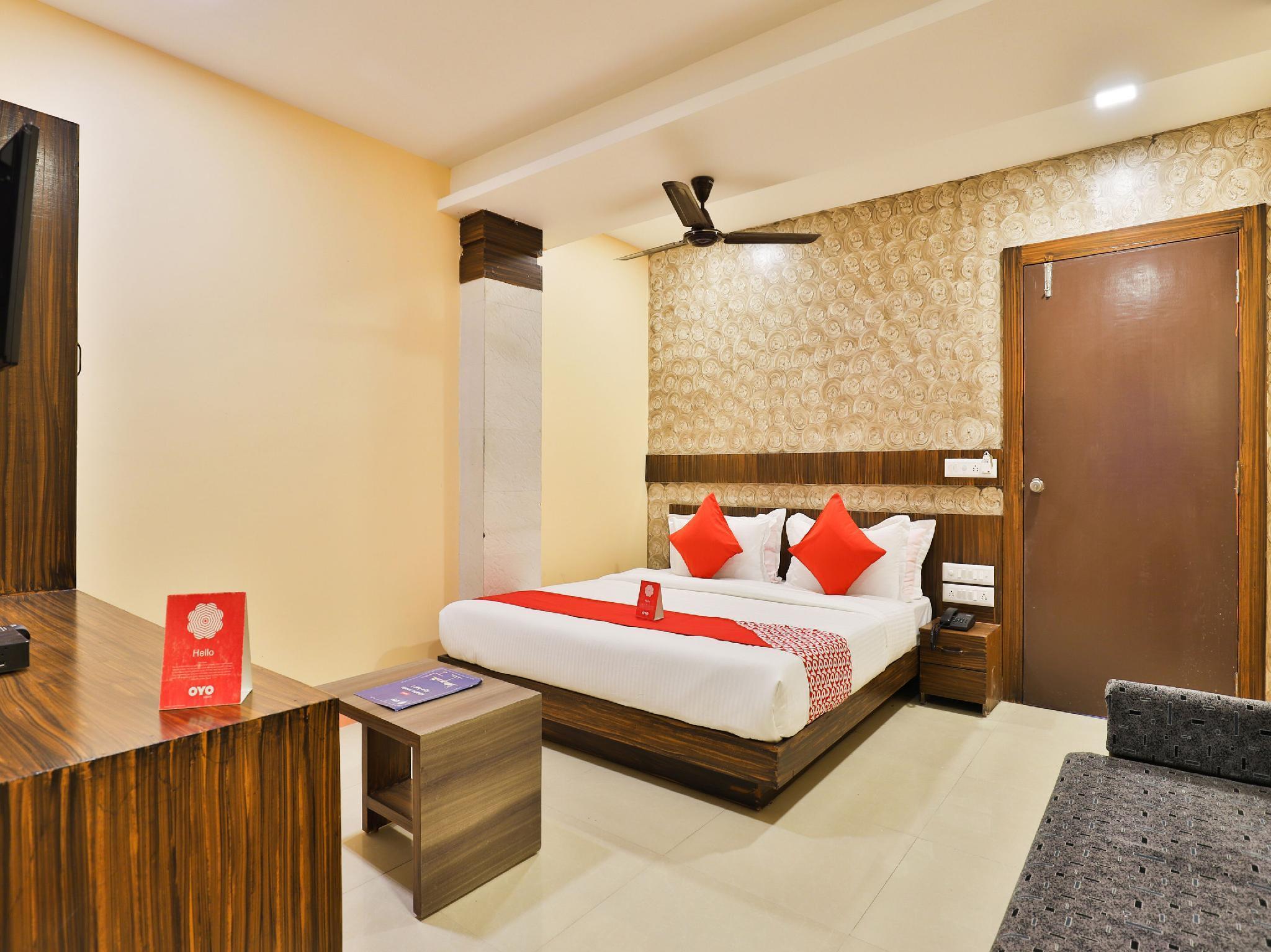 OYO 12196 Hotel Mayur Park Residency