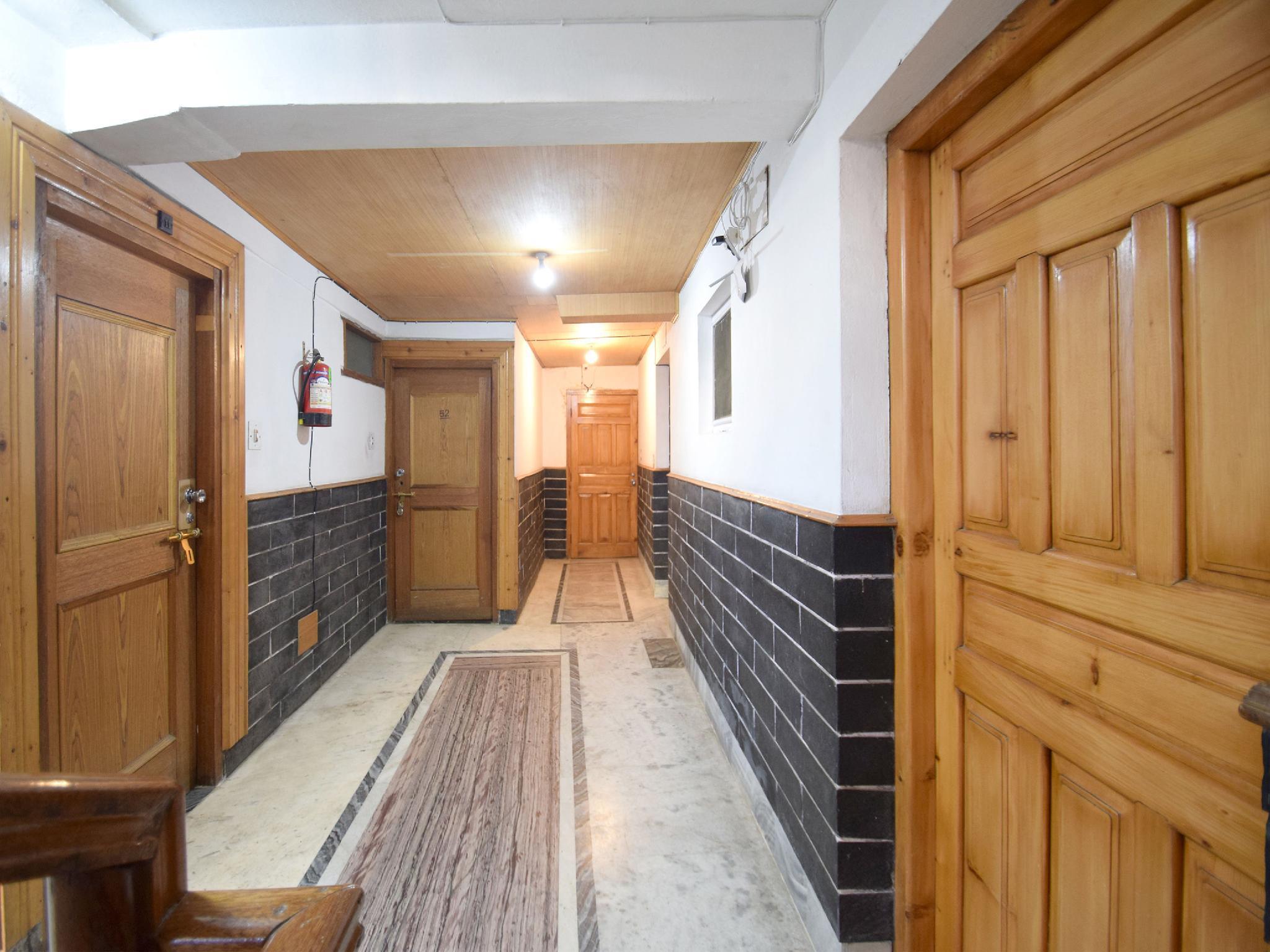 OYO 8643 Hotel Shambhala