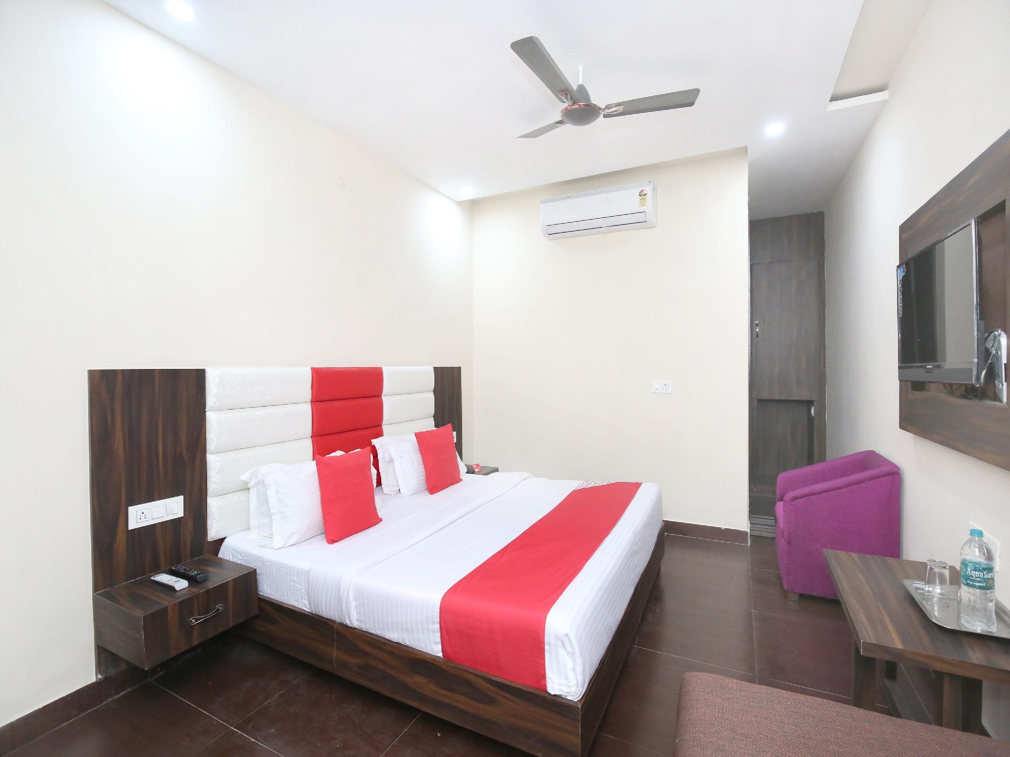OYO 10318 Hotel Sukhman Residency