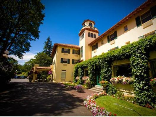 Columbia Gorge Hotel And Spa