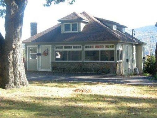 LAKE GEORGE DIAMOND COVE COTTAGES BED AND BREAKFAST