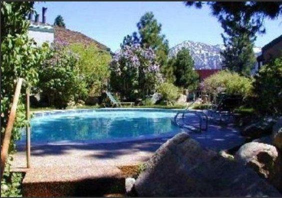 Sherwin Villas Apartment With Mountain Decor