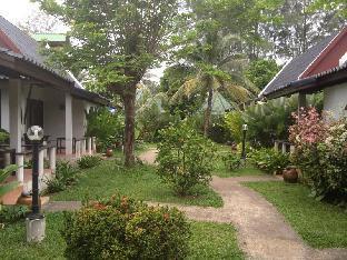 Baan Chaba Bungalow บ้านชบา โฮเทล บังกะโล