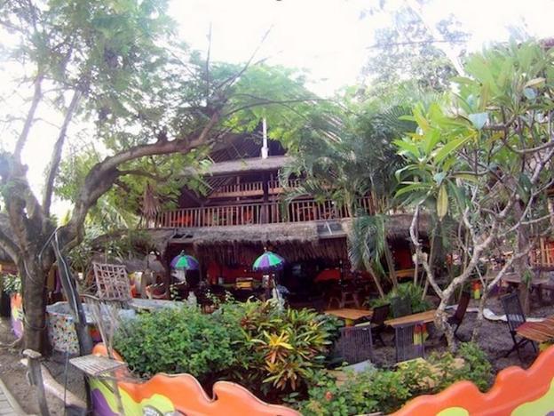 Topi Inn