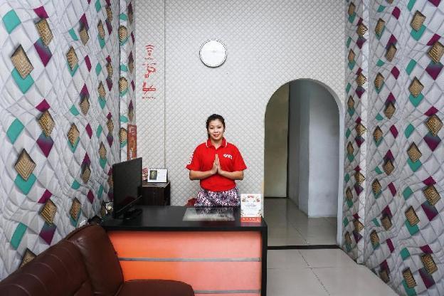 OYO 111 Grand Palace Resident