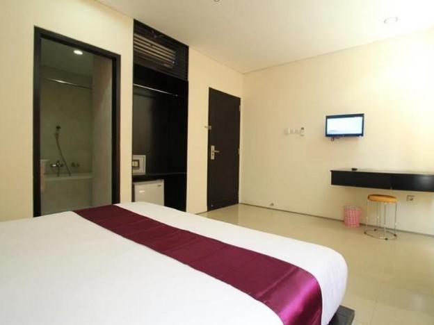Kuta Airport Insta Hotel