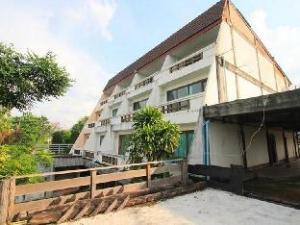 Baan Rim Nam Resort