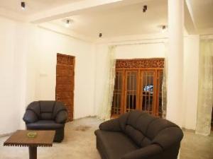關於斯里瑪利斯公寓 (Srimalis Residence)