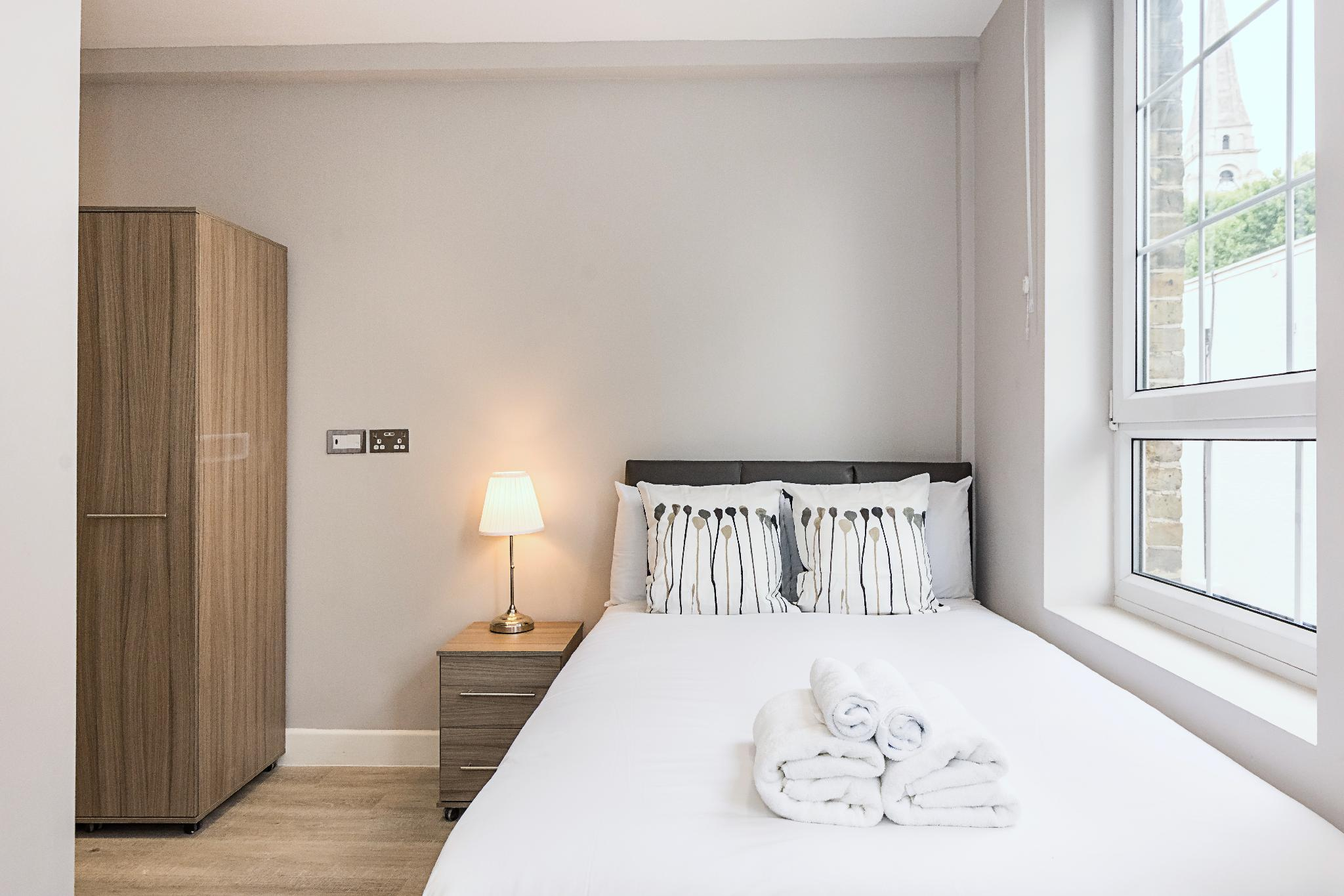 Price CHARMING ROOM IN TOWER HAMLETS