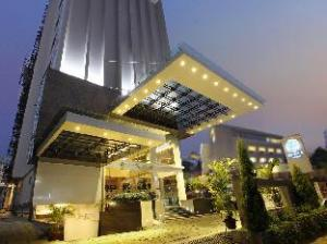 The Dunes Cochin Hotel