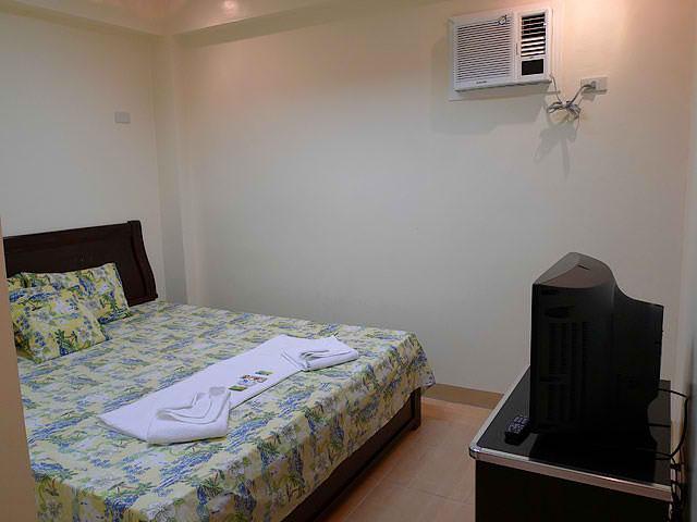 Island Tropic Hotel and Restaurant 3