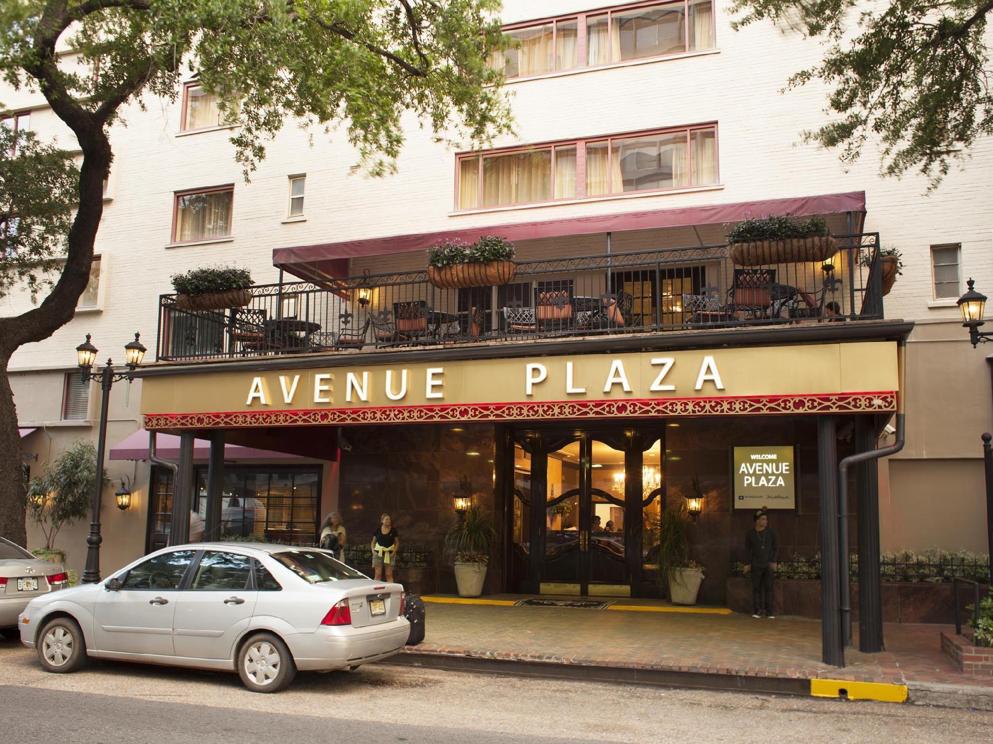 Avenue Plaza