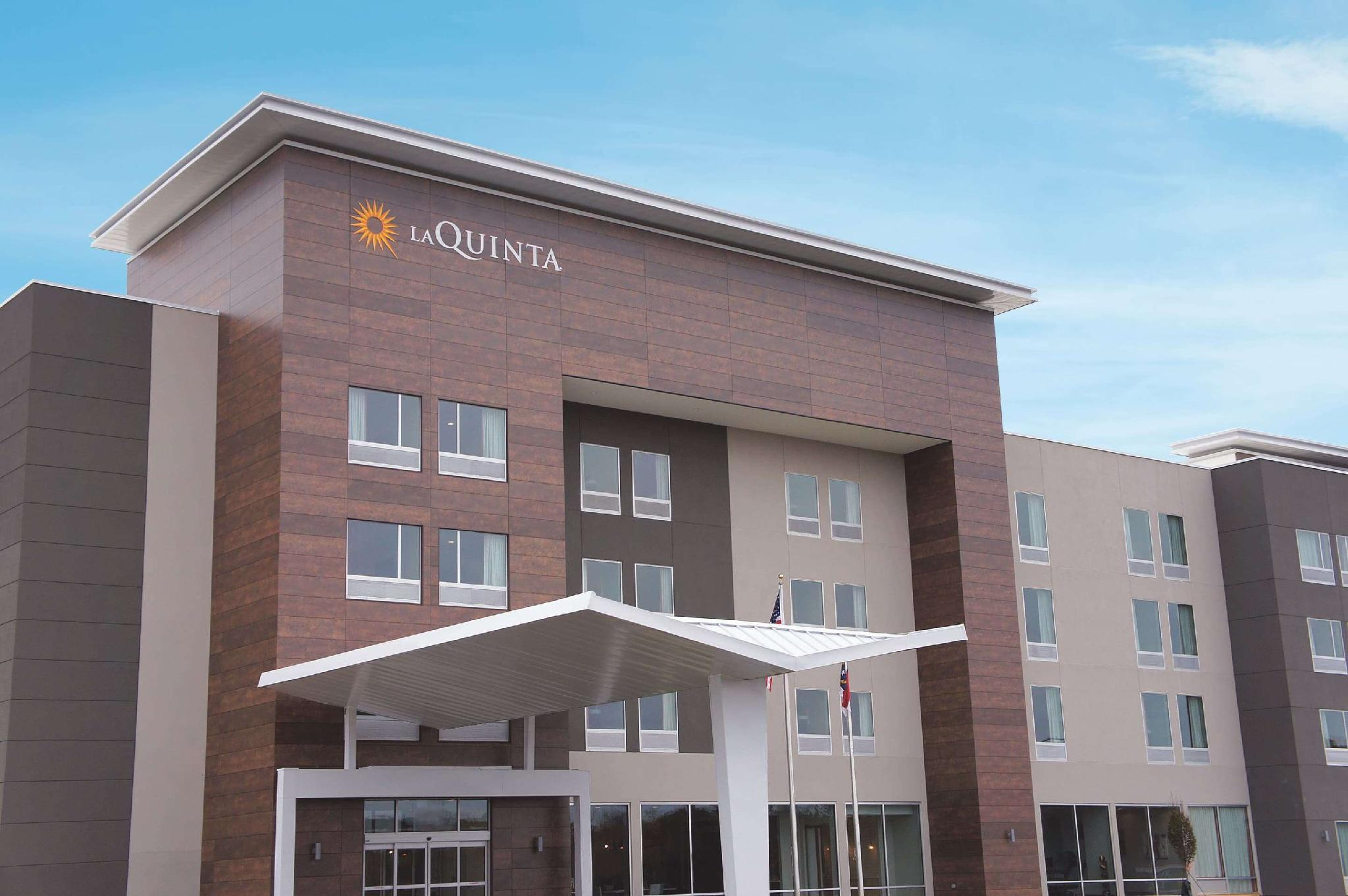 La Quinta Inn & Suites By Wyndham Greensboro Arpt High Point