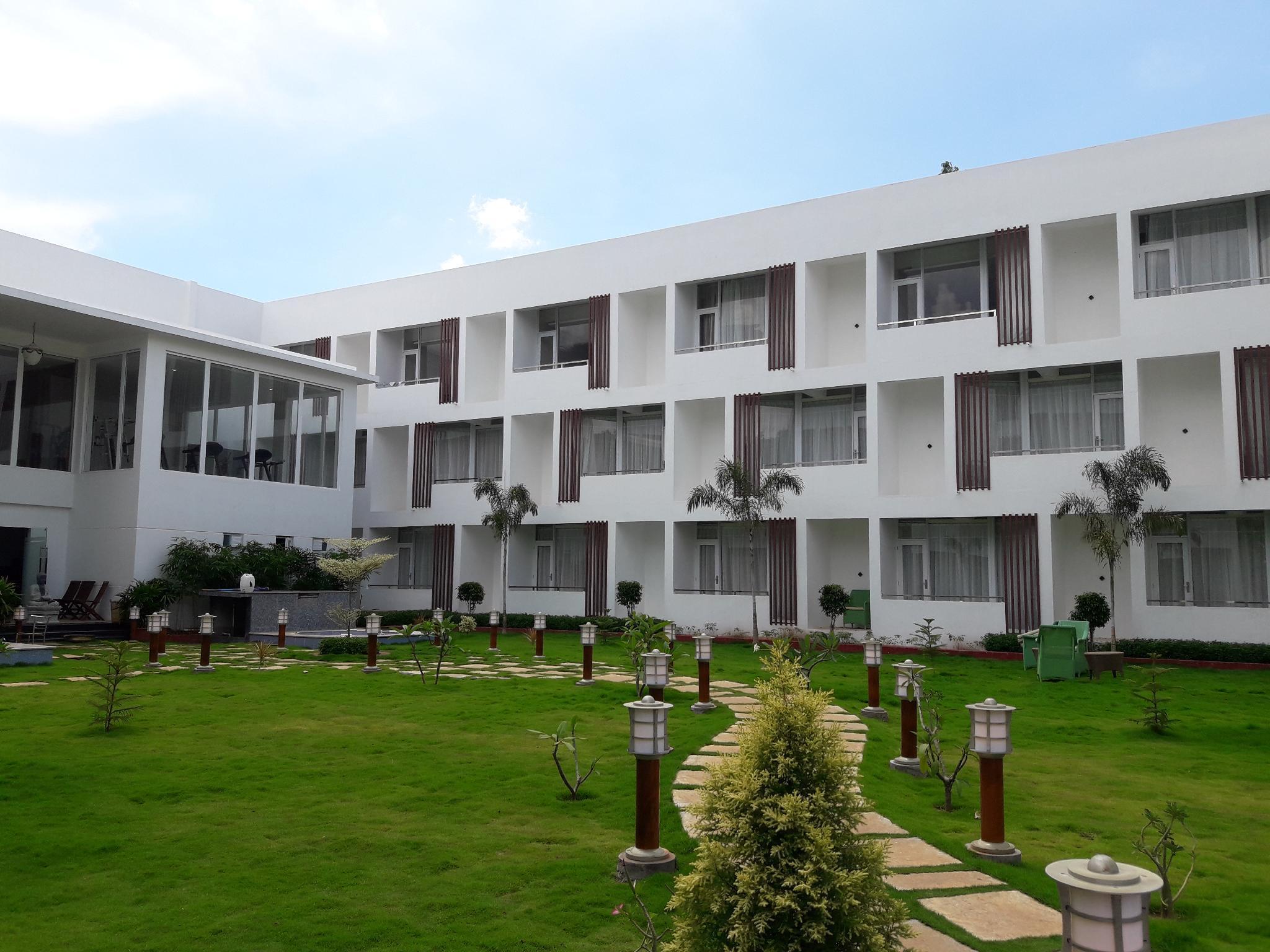 Saaral Resort Kutralam