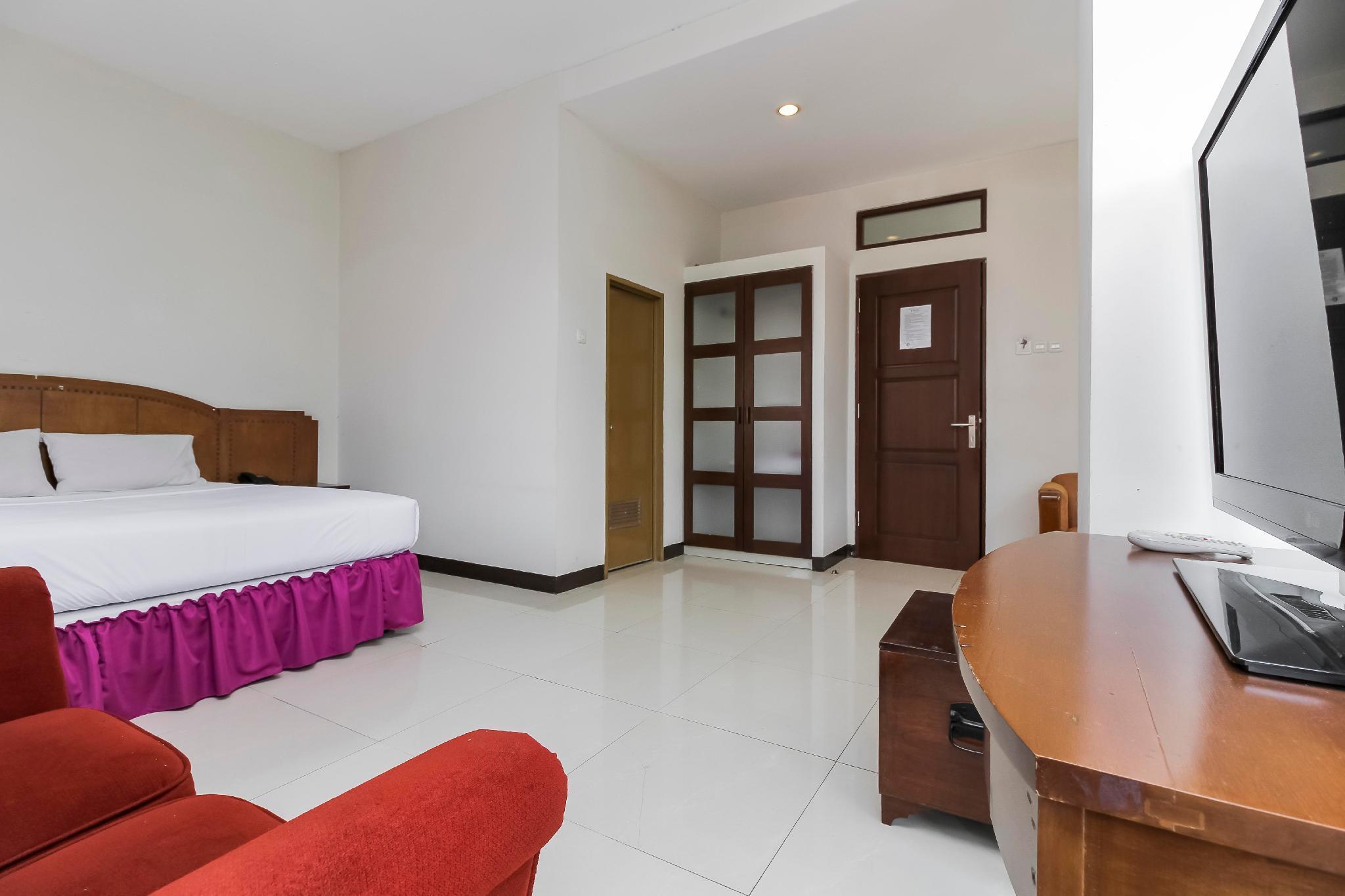 Emia Hotel