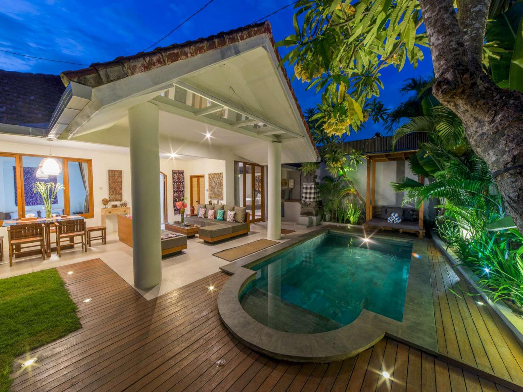 Lovely Villa Private Pool BBQ WIFI @Seminyak Side