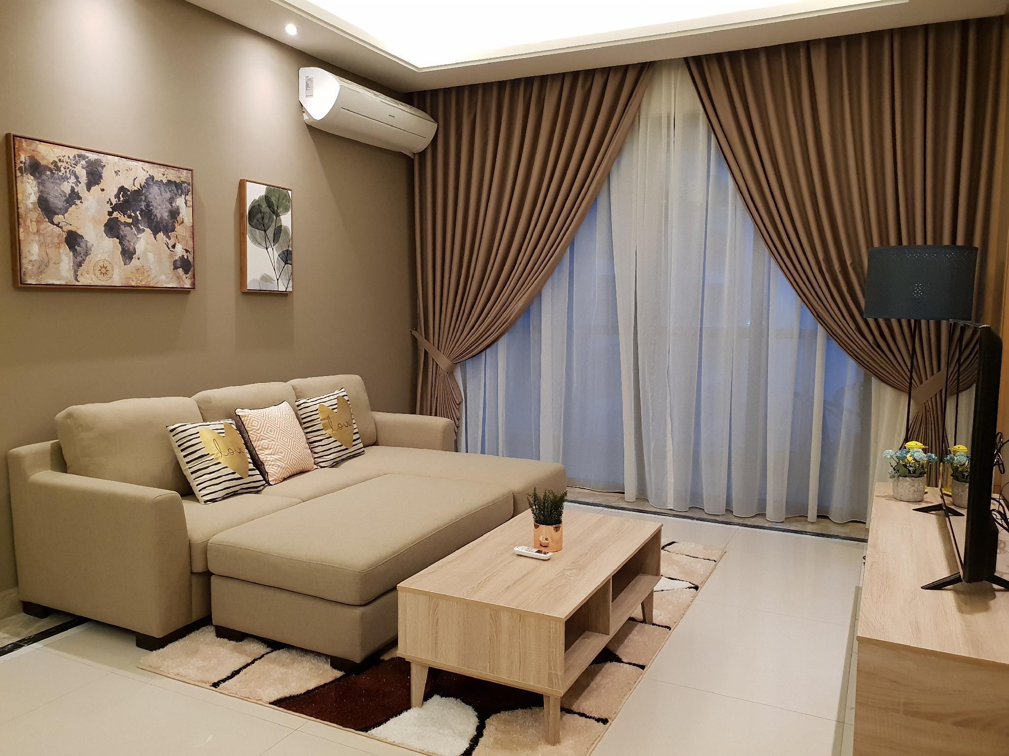 Luxury @ RandF Princess Cove Johor CIQ 6 PAX
