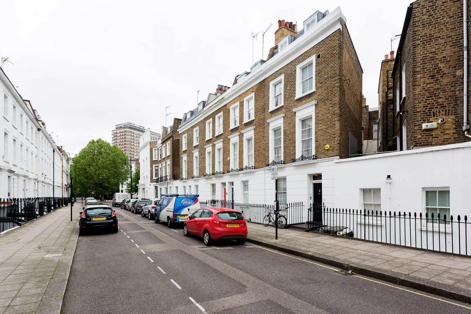 Review Pretty in Pimlico