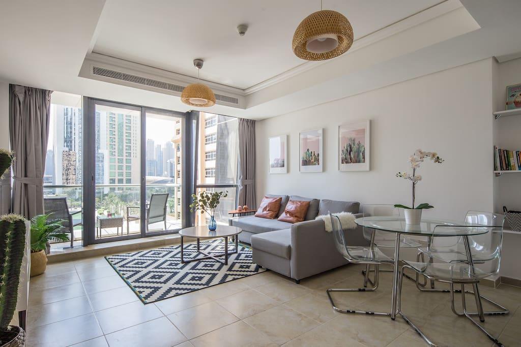 Premium + Modern 2BR Apartment In JLT   Lake Views