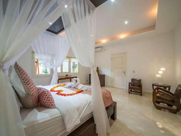 3BR Villa Damai with Pool & Rice Field View,Ubud